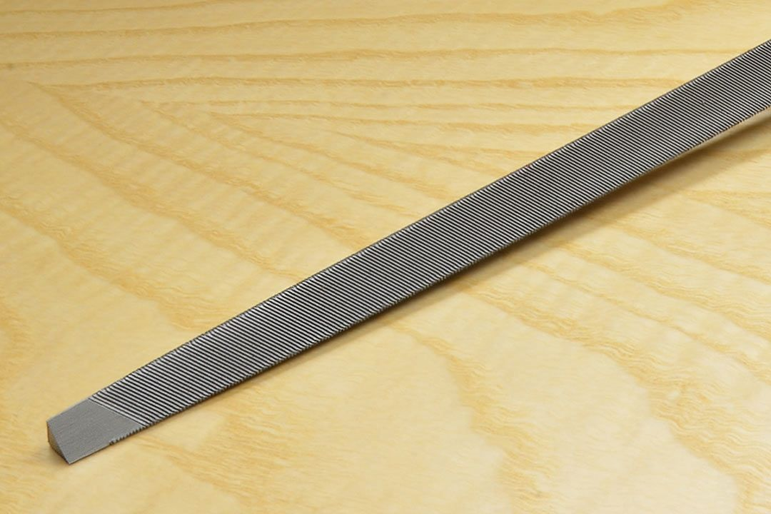 Bahco Saw File 7 inch Slim (5-7 tpi) handled close up