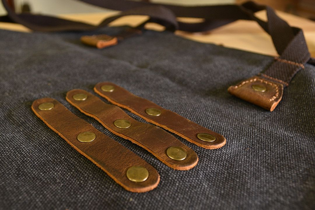 Kingham Waxed Canvas and Leather Apron - Slate Grey detail