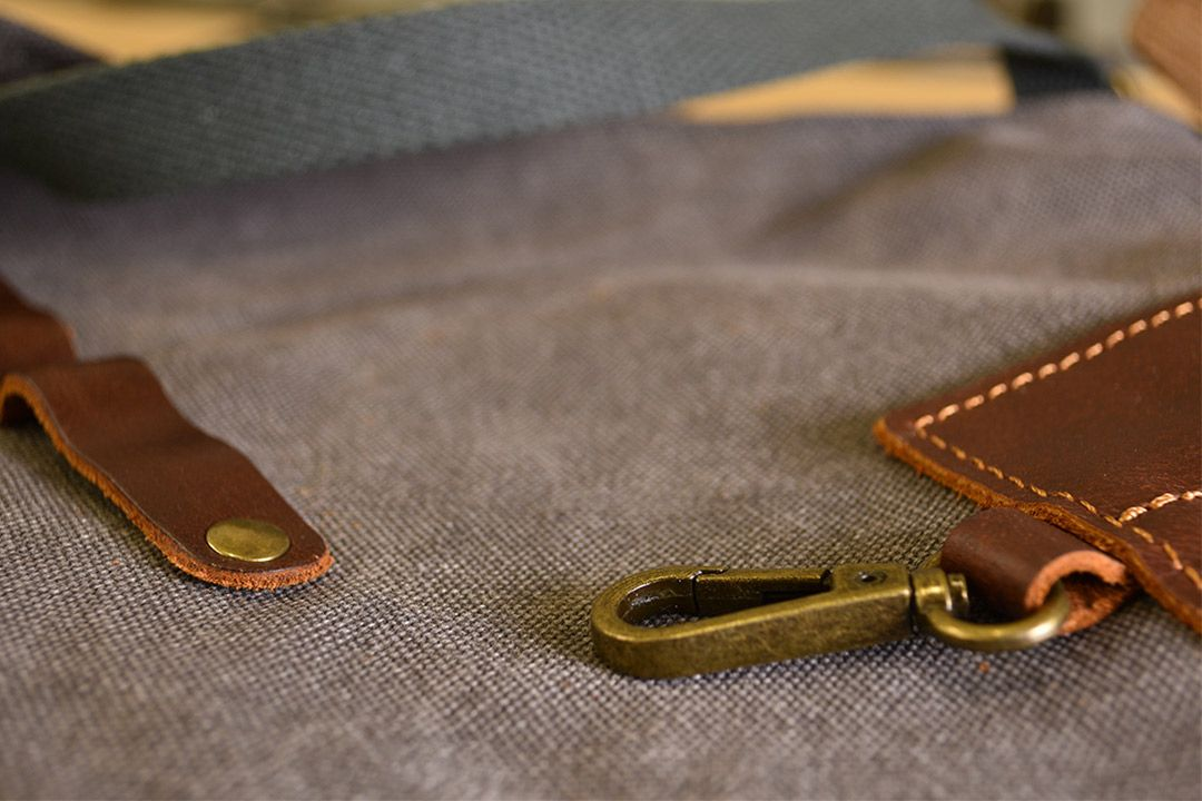 Upton Waxed Canvas and Leather Apron - Grey hook